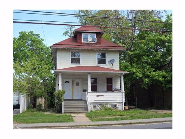 2 BR,  1.00 BTH  Colonial style home in West Brighton